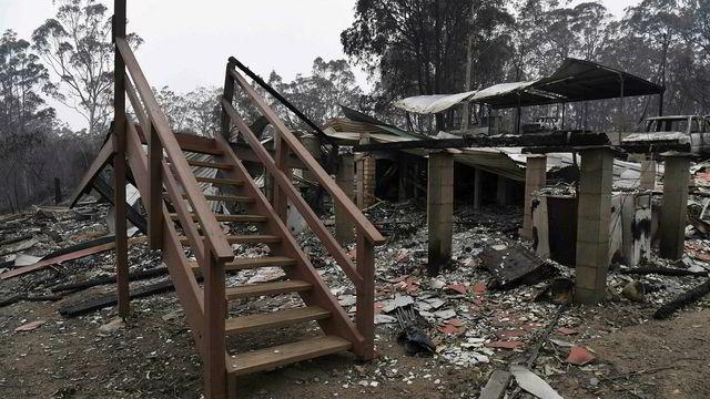 50 boliger tatt av skogbranner i Australia