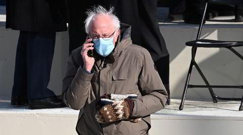 Uventet hit. Senator Bernie Sanders' strikkede votter og snowboardjakke ble en uventet hit under onsdagens innsettelsesseremoni av USAs president Joe Biden.