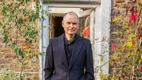Lave skuldre. John Parish er soloaktuell med både plate og turné. Men han har ingen illusjoner om å bli stjerne i sitt 60. år.