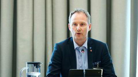 Ordfører Remi Solberg i Vestvågøy kommune i Lofoten mener kommunen ikke ble godt nok informert om smitten på MS «Trollfjord». Her er Solberg avbildet i 2017 i en åpen høring om pliktsystemet for torsketrålere.
