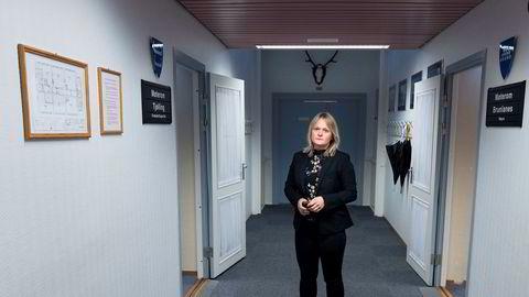 Etter at politiet slo alarm, anmeldte Larvik kommune en byggesaksbehandler for grov korrupsjon. Nå har politiet siktet flere personer i saken. Her konstituert rådmann i Larvik, Ingvild Aartun.
