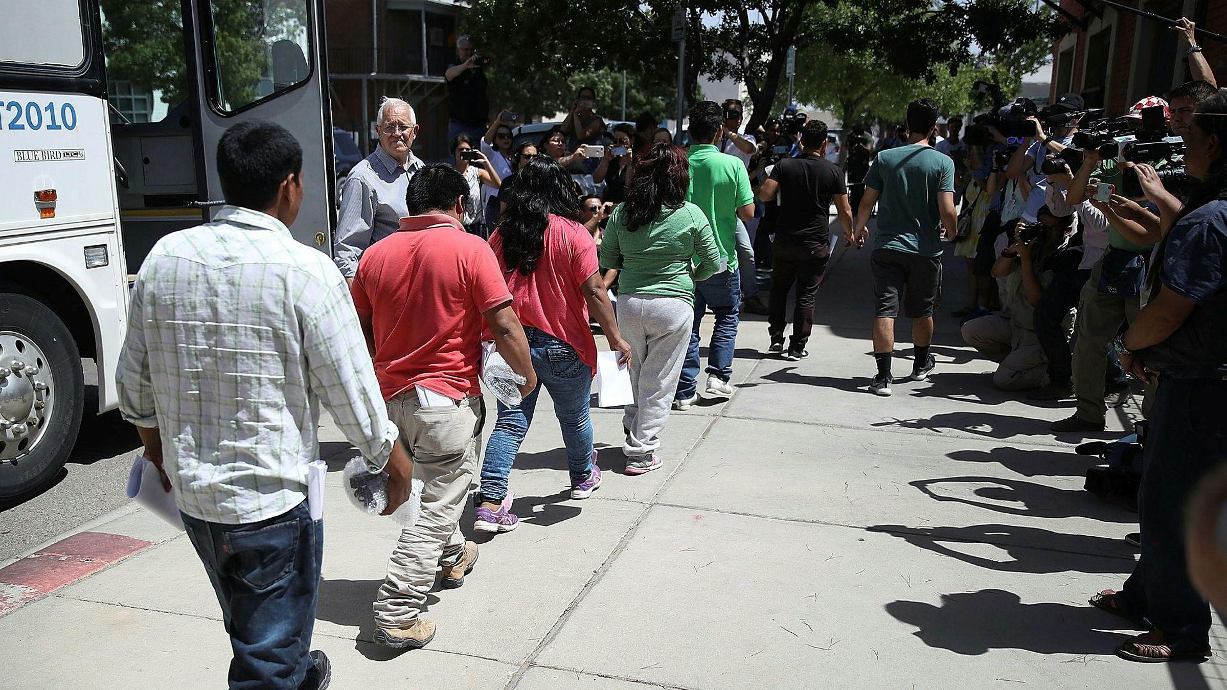 Donald Trump vil deportere immigranter som krysser grensen fra Mexico, uten noen juridisk prosess.