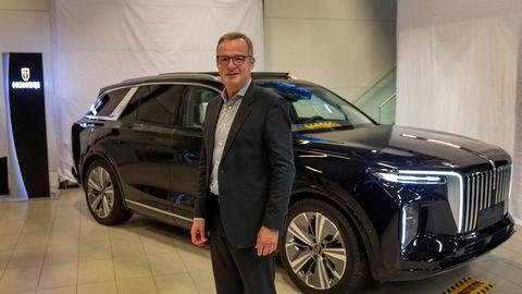 Magnus Brask Rustad er konsernsjef i Motor Gruppen. Nå skal han starte med salg av den kinesisk elbilen Hongqi E-HS9.