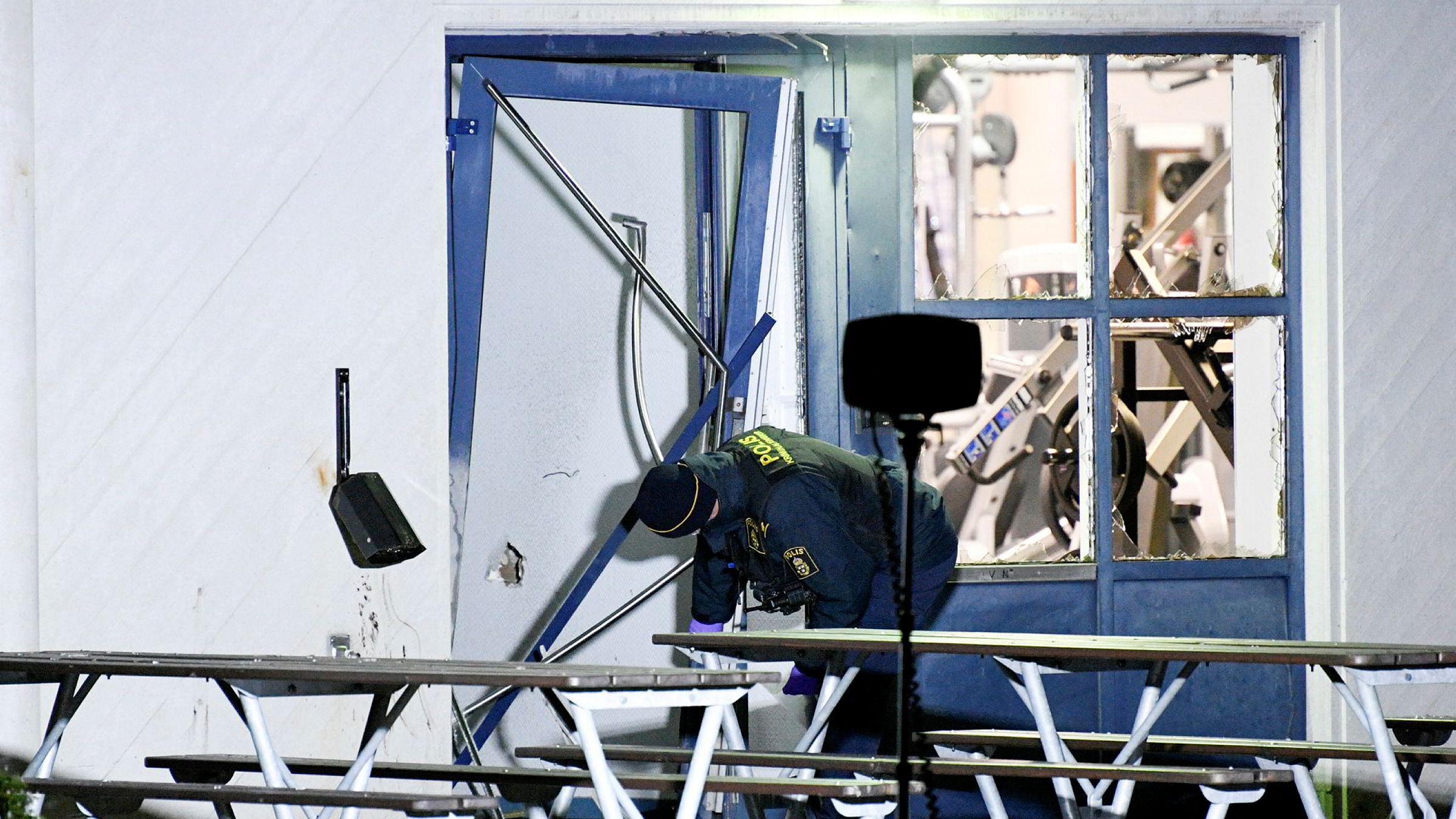 Ekstra innsats skal settes inn mot kriminelle gjenger i en egen offensiv, «Operasjon Rimfrost». Her en kriminaltekniker på jobb i Helsingborg