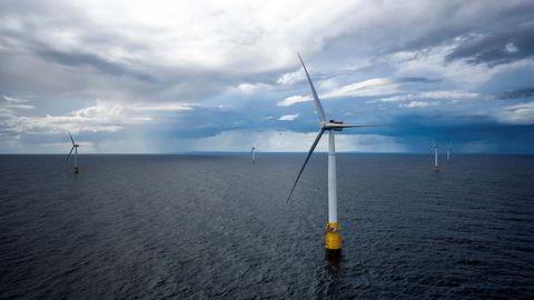 Målrettede investeringer i klimateknologi har gitt solide økonomiske gevinster og i tillegg ført til vesentlige utslippsreduksjoner, skriver artikkelforfatteren. Bildet viser Equinors Hywind Buchan vindmølleanlegg utenfor Skottland.