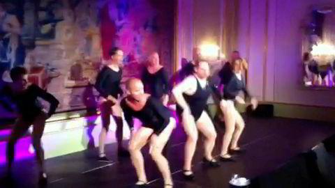 NRK-sjefen er flinkere til å danse i ballettdrakt enn til å styre økonomi, skriver innleggsforfatteren. Thor Gjermund Eriksen var blant danserne da tv-profil Truls Svendsen fikk med seg en Amedia-gjeng på koreografien til «All the Single Ladies» på en fest for noen år siden.