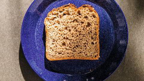 Matpakke. Ferdigbakt blir grøtbrødet et saftig sandwichbrød.