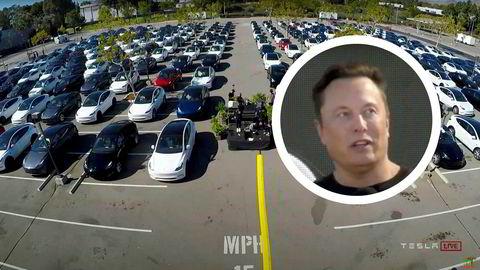 Teslas toppsjef Elon Musk (innfelt) lovet billigere elbilmodell basert på en ny og mer effektiv batteriteknologi underTeslas Battery day som ble holdt 22. september i Fremont utenfor San Francisco i USA. Grunnet korona smittevernregler ble alle tilhørere plassert i hver sin Tesla på parkeringsplassen.