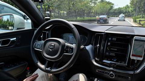 Tradisjonelle bilprodusenter må konkurrere med teknologiselskaper for å sikre seg tilgang til avanserte komponenter. Asiatiske leverandører øker investeringsbudsjettene kraftig. Her Shanghai, hvor drosjer fra Didi Chuxing tester ut selvkjørende biler.