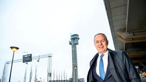 Håkon Fjeld-Hansen har i mange år vært sjef for tysk-norske Travel Retail Norway, som driver duty free-butikker på Gardermoen og andre Avinor-flyplasser. Med franske Lagardère forsøker han å vinne et nytt anbud fra 2023.