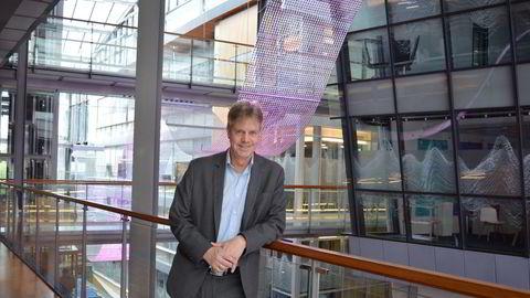 Egil Årrestad, lederen for Gjeldsregisteret, sier han er positivt overrasket over at forbruksgjelden sank i desember til tross for en rekordhøy julehandel.