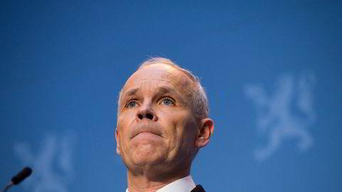 Finansminister Jan Tore Sanner vil la bankene dele ut mer utbytte enn Finanstilsynet foreslo.