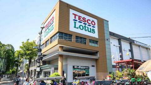 Britiske Tesco har kvittet seg med aktiviteten i Sørøst-Asia. Thailands største konglomerat har betalt 11 milliarder dollar for virksomheten. Det er høy aktivitet ved børsene.