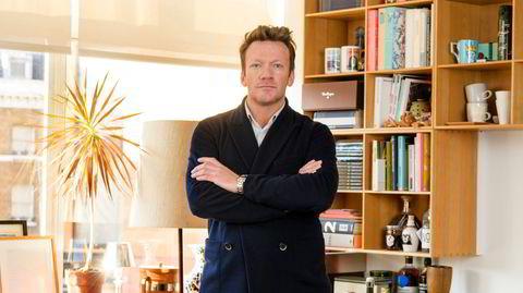 Moderne. Anders Brasø på kontoret sitt i London. Herfra leder han 30 medarbeidere verden rundt i arbeidet med å selge Monocle, et av de synligste livsstilsmagasinene internasjonalt etter årtusenskiftet – og nå også den beslektede nyskapningen Konfekt.