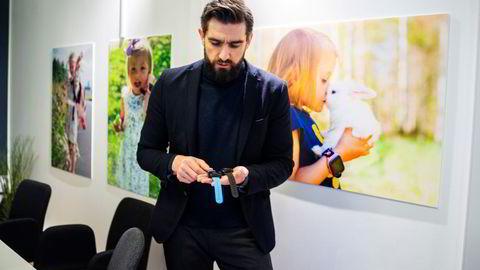 Sten Kirkbak er gründer og sjef i smartklokkeselskapet Xplora som har solgt klokker til hvert tiende barn i Norge mellom 4–11 år. Fredag stuper aksjen på Børsen etter skuffende salgstall.