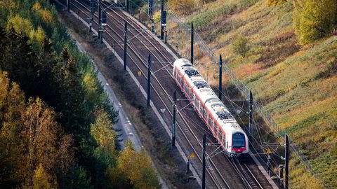 Vår felleseide, norske jernbane må nå konkurrere med private, utenlandske aktører om banestrekninger, skriver Sverre Myrli.