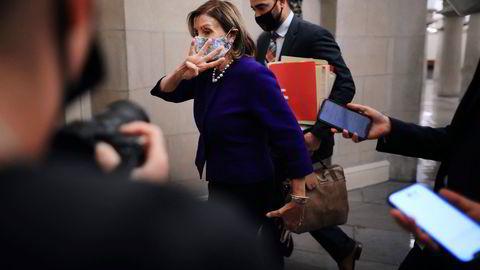 Nancy Pelosi, demokratenes leder i Representantenes hus, jobber med finkalibrert politisk håndverk for å samle trådene for å få gjennom både tiltakspakker, heve gjeldstaket og unngå lockdown.