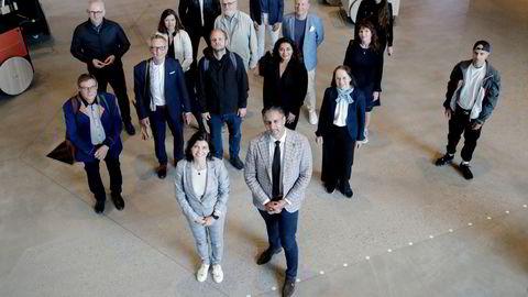 Ytringsfrihetskommisjonen, her avbildet under sitt første møte, i juni i fjor, med kommisjonens leder Kjersti Løken Stavrum og oppdragsgiver kultur- og likestillingsminister Abid Q. Raja (V) i front.