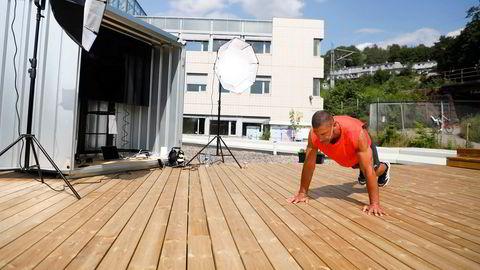 Det heldigitale treningssenteret Naardic har ingen fysiske filialer. Gründer og instruktør Yngvar Andersen er her instruktør på en gruppetime på senteret.