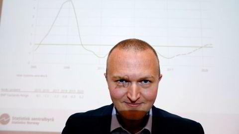 SSB-forsker Thomas von Brasch mener det blir en humpete vei for økonomien fremover, og tror ikke norsk økonomi vil være tilbake på normale nivåer før i 2024.