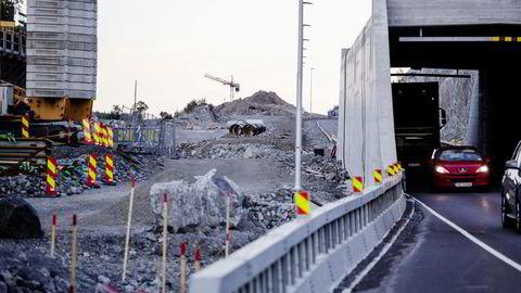 Det ser ut til at bedre veier kun fører til økt befolkning i mindre kommuner som knyttes sammen med en større kommune, skriver Morten Welde.