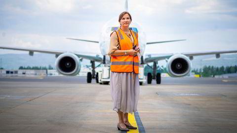 Flyrs administrerende direktør Tonje Wikstrøm Frislid mener konkurrentene SAS og Norwegian legger seg uventet tett på deres egne avganger. Her fra lansering av første fly i Flyrs farger på Oslo lufthavn i juni i år.