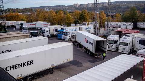 Fraktkrisen vil øke ytterligere i omfang, tror transportkonsernet Schenker – her fra selskapets terminal på Alnabru utenfor Oslo. – Det er store utfordringer i hele verdikjeden, sier sjøfraktdirektør Christian Flatum hos fraktgiganten.