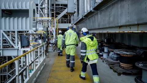De rundt 50.000 oljearbeiderne som jobber direkte på plattform eller i leverandørindustrien bør får en jobbgaranti, skriver Une Bastholm.