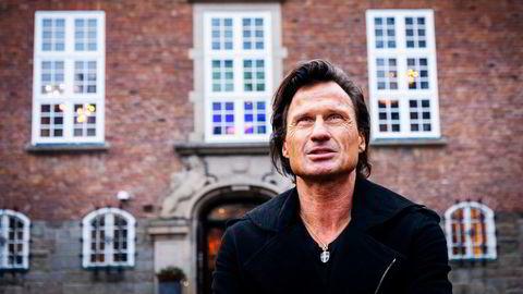 Petter Stordalen har ikke hatt suksess mot forsikringsselskapene etter pandemien. Her foran hovedkvarteret til Choice Hotels i Oslo.