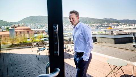 Sparebanken Vest setter nå ned formidlingsgebyret på sitt fondstilbud etter å ha fått klager fra kunder. Avbildet er Jan Erik Kjerpeseth, konsernsjef i Sparebanken Vest.