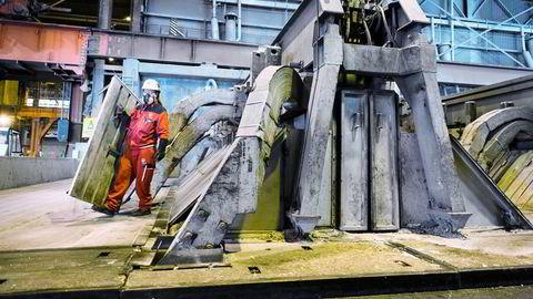 LO og NHO har satt i gang et arbeid med å samle arbeids- og næringslivets interesser rundt en felles energi- og industripolitisk plattform. Illustrasjonsfoto: Hydros anlegg på Karmøy.