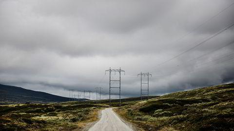 Strømprisene steg til rekordnivåer tirsdag, men er ventet å falle kraftig tilbake onsdag.