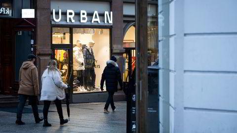 De siste månedene har butikkene på Karl Johan vekslet mellom å være åpne og stengt i takt med myndighetenes smitteverntiltak.