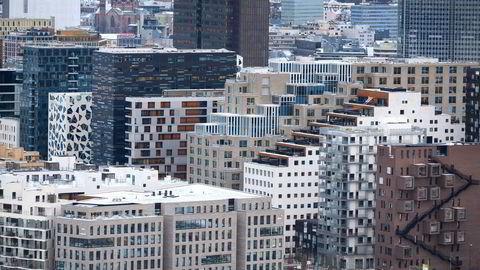 Eieren av finansrådgivningsselskapet og en av de ansatte er tiltalt i saken. Selskapet hadde kontorer i Barcode i Oslo.