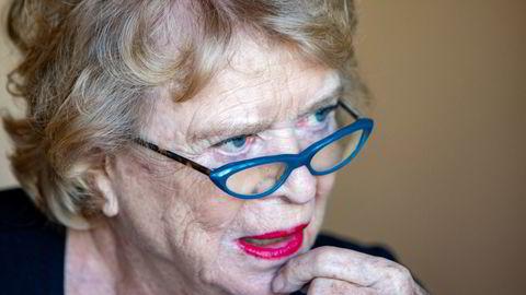 - Det er ikke heldig om det er hemmelighold rundt hvem som mottar omfattende økonomiske privilegier, sier korrupsjonsjeger Eva Joly til DN.