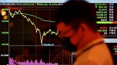 Taipei-børsen i Taiwan har vært et yndet investeringsobjekt for investorer under pandemien. Nå innkalles marginlån og kursene faller kraftig. Intradagsfallet på onsdag var det største i historien. Uroen fortsetter med full styrke.