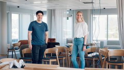 Fem måneder etter innflytting er Easees nye kontorbygg snart for lite. Gründeren Jonas Helmikstøl og finansdirektør Maren Thu legger opp til langt over milliarden i omsetning for det tre år gamle selskapet.