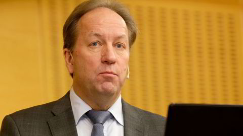 Finansråd Hans Henrik Scheel beklager at Finansdepartementet ba Birger Vikøren om å søke en stilling han ikke kunne få fordi det var i strid med sentralbankloven.
