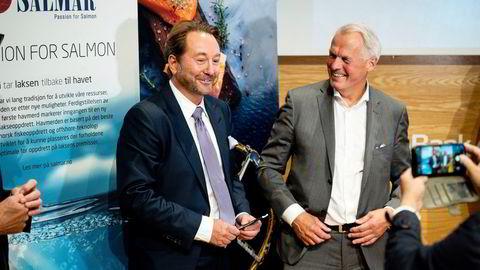 Aker-eier Kjell Inge Røkke (til venstre) og Salmar-eier Gustav Witzøe lanserte planene om havbruk til havs i Trondheim torsdag i forrige uke.
