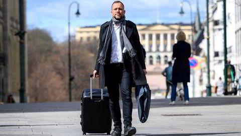 SV-leder Audun Lysbakken på vei til Landsmøte 2021 på Hamar.