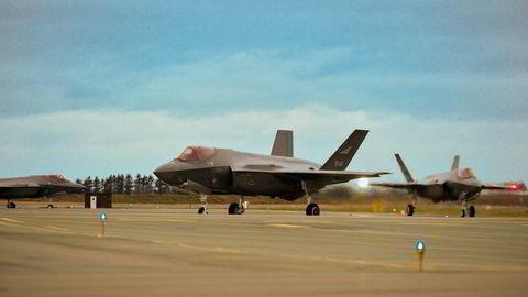 Fire F-35 kunne løse oppdrag som vil kreve både tre og fire ganger så mange fjerdegenerasjons kampfly, og da med betydelig større risiko for tap, skriver artikkelforfatteren.