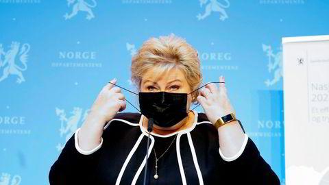 Statsminister Erna Solberg må igjen veie ulike interesser opp mot hverandre når de under 45 år skal vaksineres i fase 2.