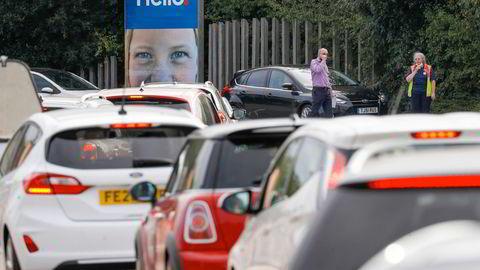 Køen var fredag lang foran Tescos bensinstasjon i Ashby-de-la-Zouch.
