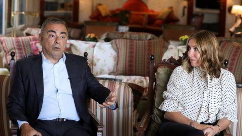 Ekteparet Carlos og Carole Ghosn er etterlyst internasjonalt etter at de to hadde hovedregien i Carlos Ghosns spektakulære flukt fra Japan for 18 måneder siden. Her fra et intervju i Beirut på mandag.