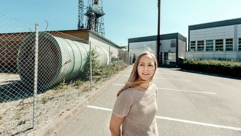 Kristine Nærland, som studerer petroleumsteknologi og jobber fulltid på oljerigg, er ikke bekymret for fremtiden og er sikker på at hun skal pensjonere seg i oljebransjen.