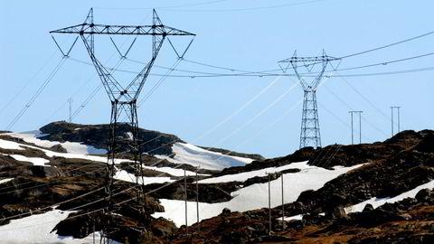 Fjordkraft krever at strømkundene skal kunne fordele strømutgiftene jevnt utover året, og har dermed bedt rettsvesenet behandle rett til en jevn strømregning.