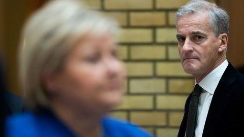 Jonas Gahr Støre (H) avbildet under en spontanspørretime med statsminister Erna Solberg (H) på Stortinget.