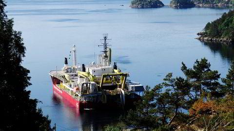 Senterpartiet gir utenlandskabler, som her fra byggingen av Nordlink mellom Tyskland og Flekkefjord, skylden for de rekordhøye strømprisene og vil redusere eksporten. Nordlink ble satt i drift i mars i år.