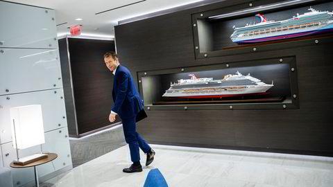 Lars Ljøen leder den daglige driften av mer enn 60 cruiseskip hos Carnival Cruise i Miami. Det siste året har han hatt hendene fulle med håndtering av gjester og sjøfolk under pandemien.