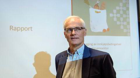 Konkurransedirektør Lars Sørgard forklarer forskjeller i innkjøpspriser i dagligvarebransjen som et resultat av «tøffe forhandlinger» mellom kjeder og leverandører.